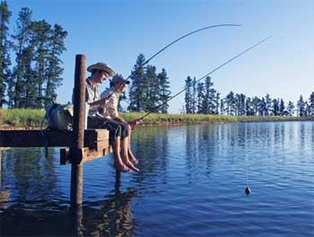 两个朋友钓鱼
