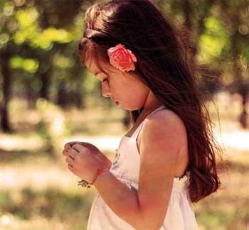 小女孩的项链