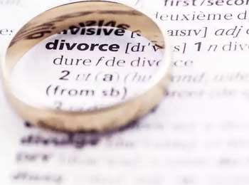 离婚夫妇和餐厅晚餐